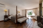 Beachside-villa-in-Marbellla-West-for-sale-14